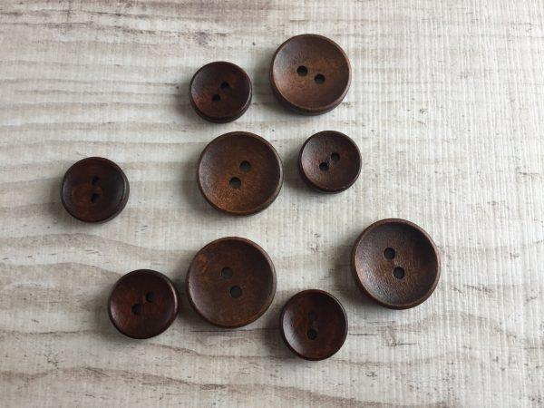 Puinen nappi: Tummanruskea
